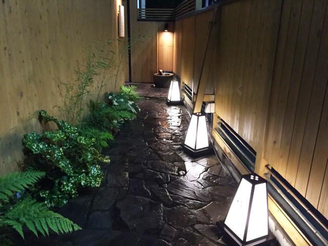 京都に、来たかの様なエントランスです。