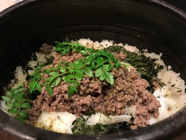 飛騨牛をまぶした炊き込みご飯