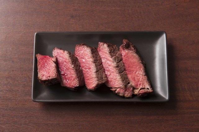 一度食べたら離さない。赤身焼肉の旨味が凝縮。