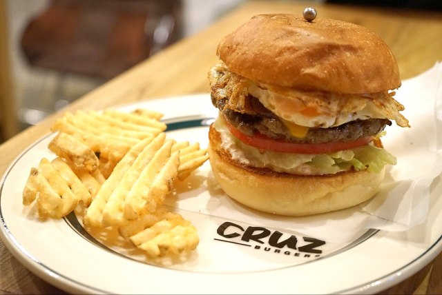 名店『ファイヤーハウス』出身の店主が作る絶品バーガー『CRUZ BURGERS(クルズバーガーズ) 』東京