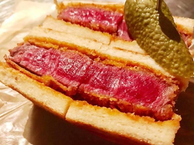 3軒目 裏メニューから生まれた画期的和牛カツサンド。『WAGYUMAFIA THE CUTLET SANDWICH』東京