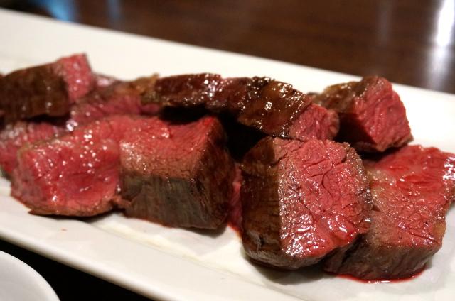 赤身肉が大好きなら、ここ。『肉山』東京