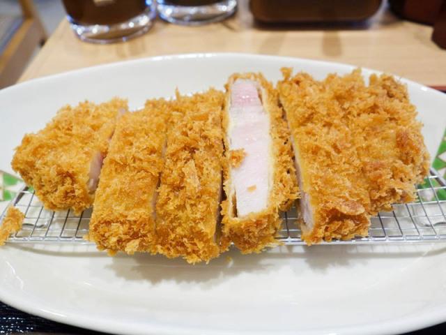 740円で厚みのあるロースカツが食べられる『あかね農場 吉塚駅前店』福岡