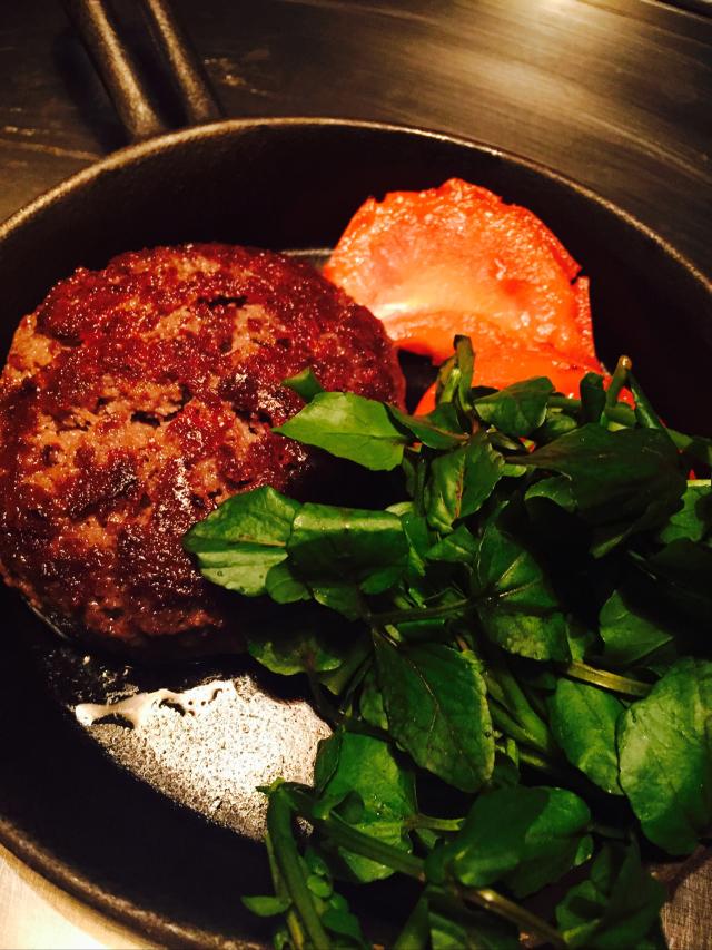 熟成肉のコースがリーズナブルな値段でいただける『鉄板バンビーナbyうしごろ 麻布十番店』東京