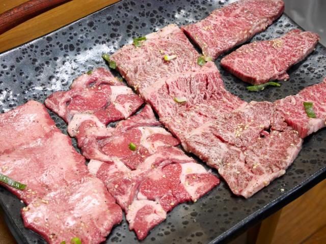 肉本来の旨味を味わえる、伝説の焼肉店。