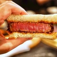 食べたら思わず悶絶する美味しさ!お肉料理の店3選