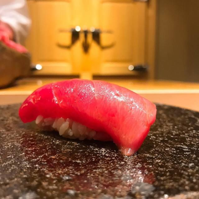 渋谷の奥まったところにある新進気鋭の寿司店【くろ崎】