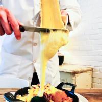 とろけるようなラクレットチーズを食べたい!都内の本当に美味しいラクレットチーズ3選!