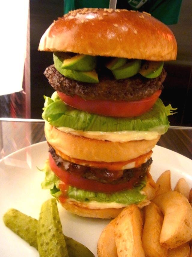 見目麗しき、ビックなハンバーガー【レッグオンダイナー】