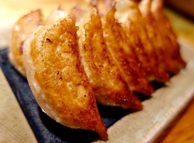 【餃子 すぐるや】札幌ススキノの焼き餃子に懐かしさを感じる。