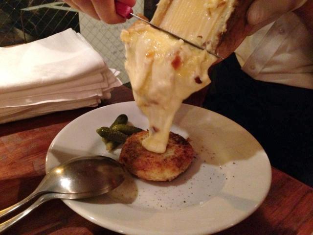 【酪農農家ビストロ Subrideo Restaurare】チーズ料理専門店、高いクオリティのラクレ