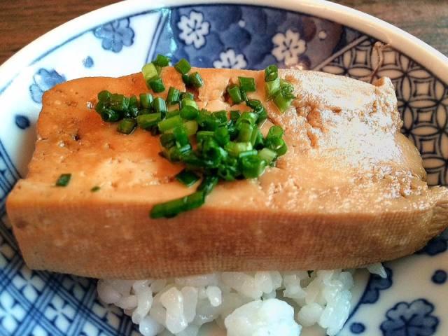 魚の煮汁がしみっしみな豆腐