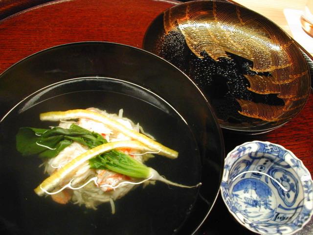 四品め 煮物椀 かにしんじょう うぐいす菜 松葉柚子