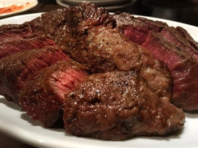馬、旨、ウマーイ馬肉!:肉山