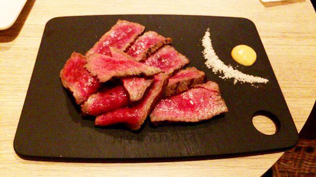 塊肉...塩で食べる肉がうまい!